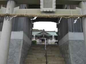 門の向こうの拝殿