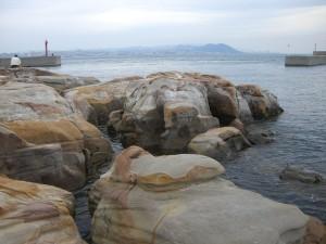 絵島の前の岩礁