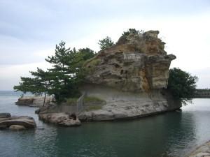 北側から絵島を見る