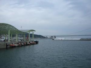 高速船乗り場と明石大橋