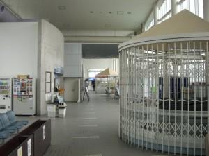 津名港ターミナルの内部