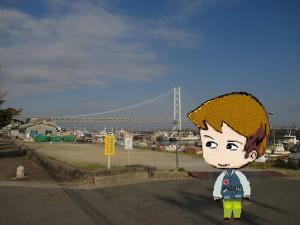岩屋八幡神社の前の道から見た明石海峡大橋