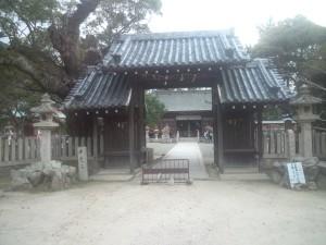洲本八幡神社 門とクスノキの巨木