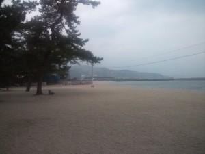大浜海岸から洲本港を望む