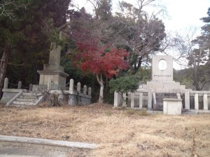 南淡町歴史民俗資料館 二つの慰霊碑