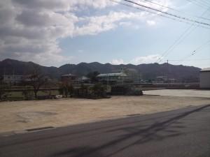 薬王寺前から見た北阿万小学校