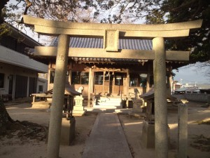 十一神社 鳥居と社殿
