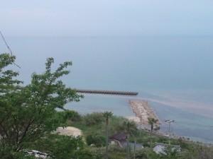 世界平和大観音像 前の海