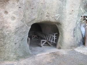 岩楠神社の洞窟