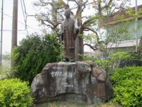 中野久平翁の銅像