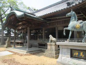 都志八幡神社 拝殿と神馬の銅像