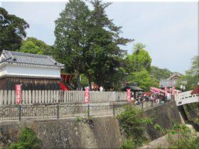 「天神」停留所から見た河上神社天満宮